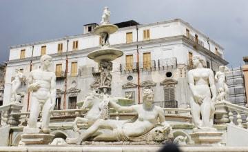 Statuengruppe am Brunnen auf der Piazza Pretoria_Italiafoto_2910.jpg