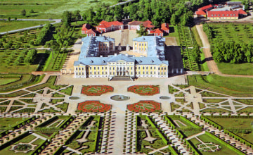 The-Rundale-Palace_The-French-Garden_15548[1].jpg