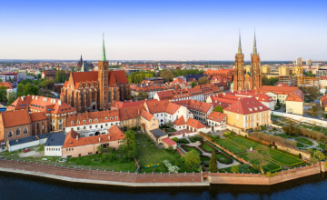 Wroclaw. Ostrow Tumski district with Gothic cathedral of St. John the Baptist, Collegiate Church of the Holy Cross and St. Bartholomew and Odra (Oder) River_123RF_100758113_s.jpg