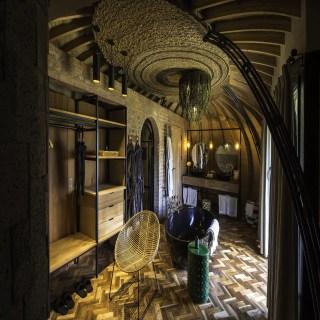 Badezimmer mit Badewanne in der Bisate Lodge