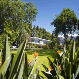 Aussenansicht des Hauses mit Garten