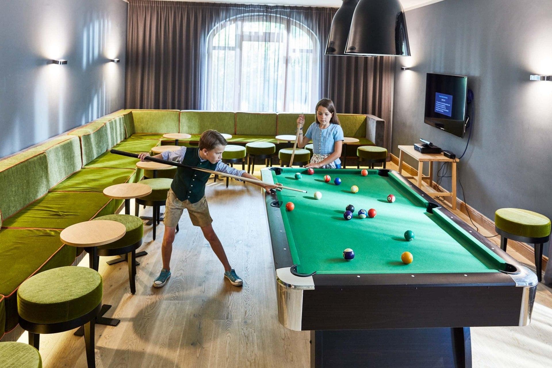 Billiard im Kinder Club