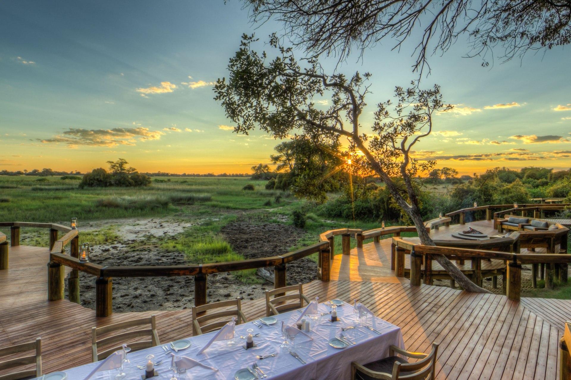 Abendessen unter freiem Himmel im Camp Okavango