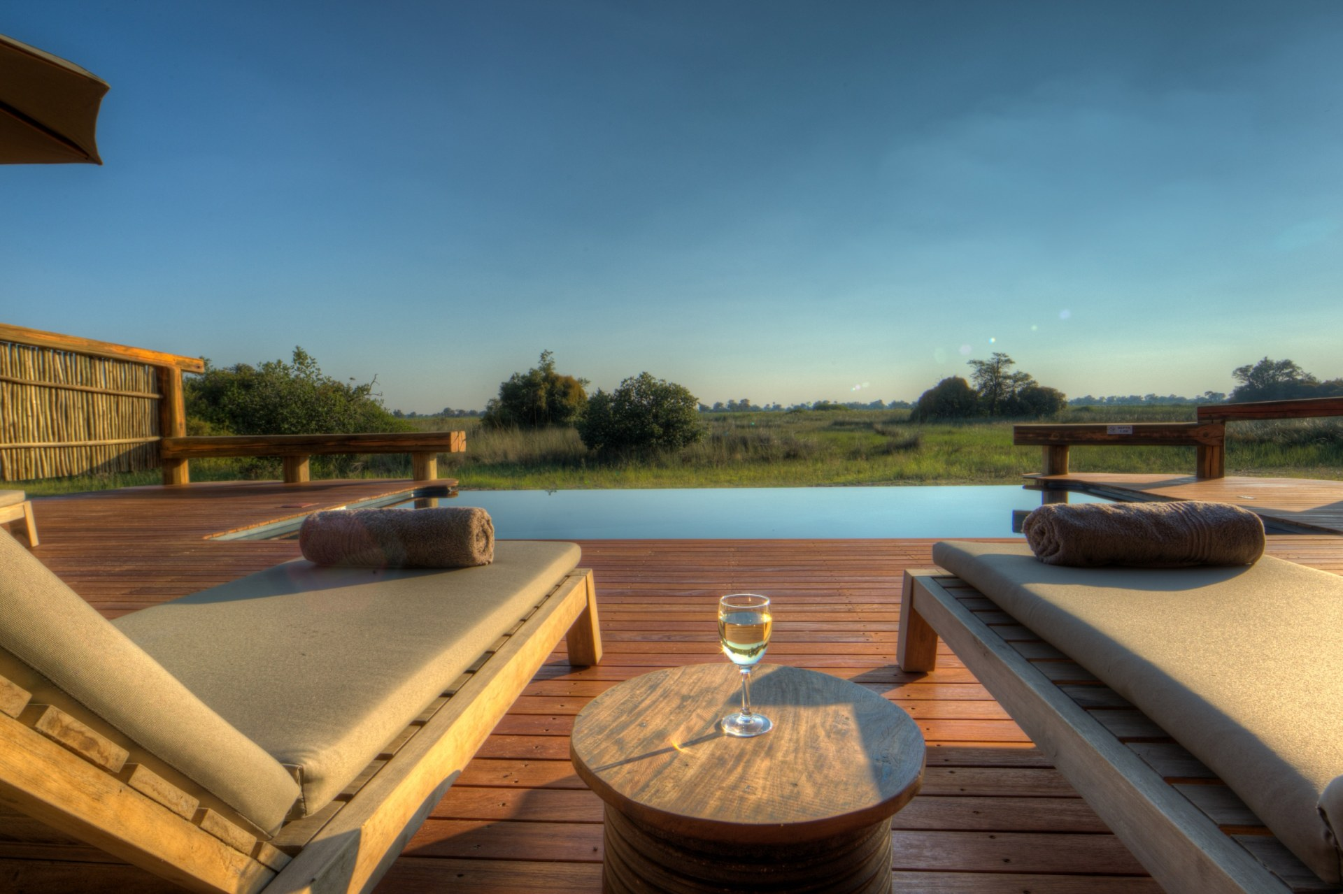 Aussicht vom Swimmingpool im Camp Okavango