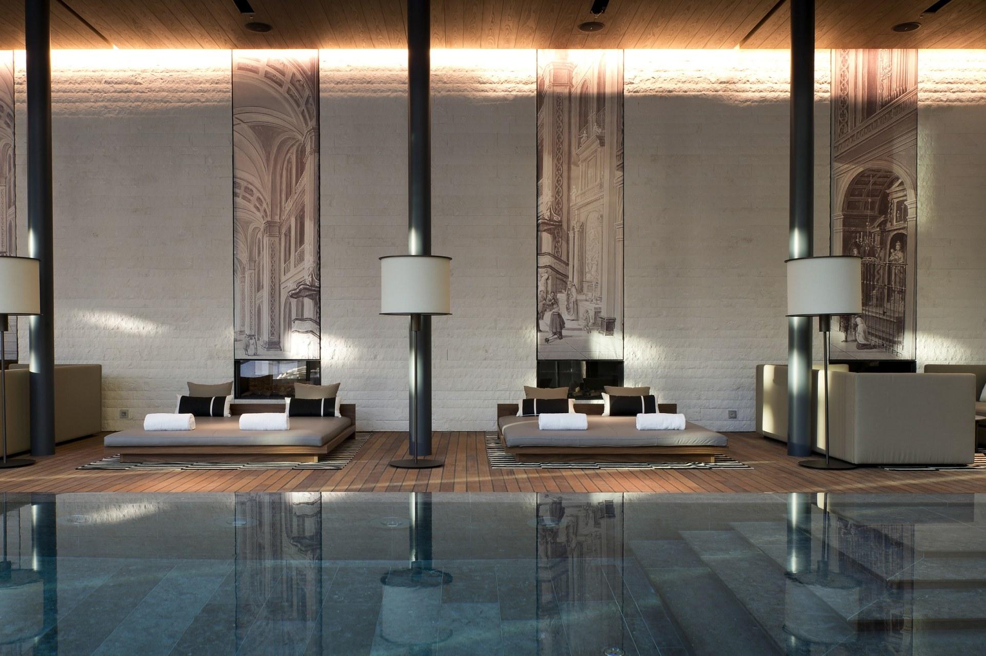 Pool Lounge des Chedi Andermatt