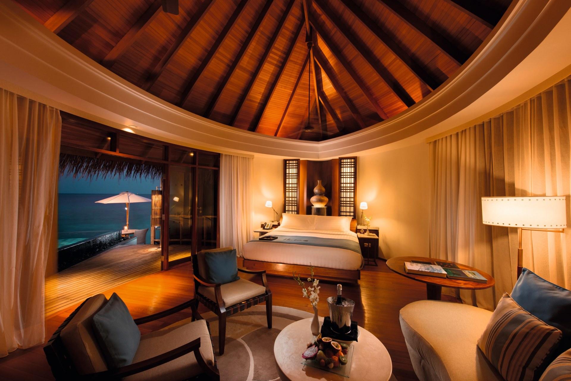 Schlafzimmer einer Wasser Villa