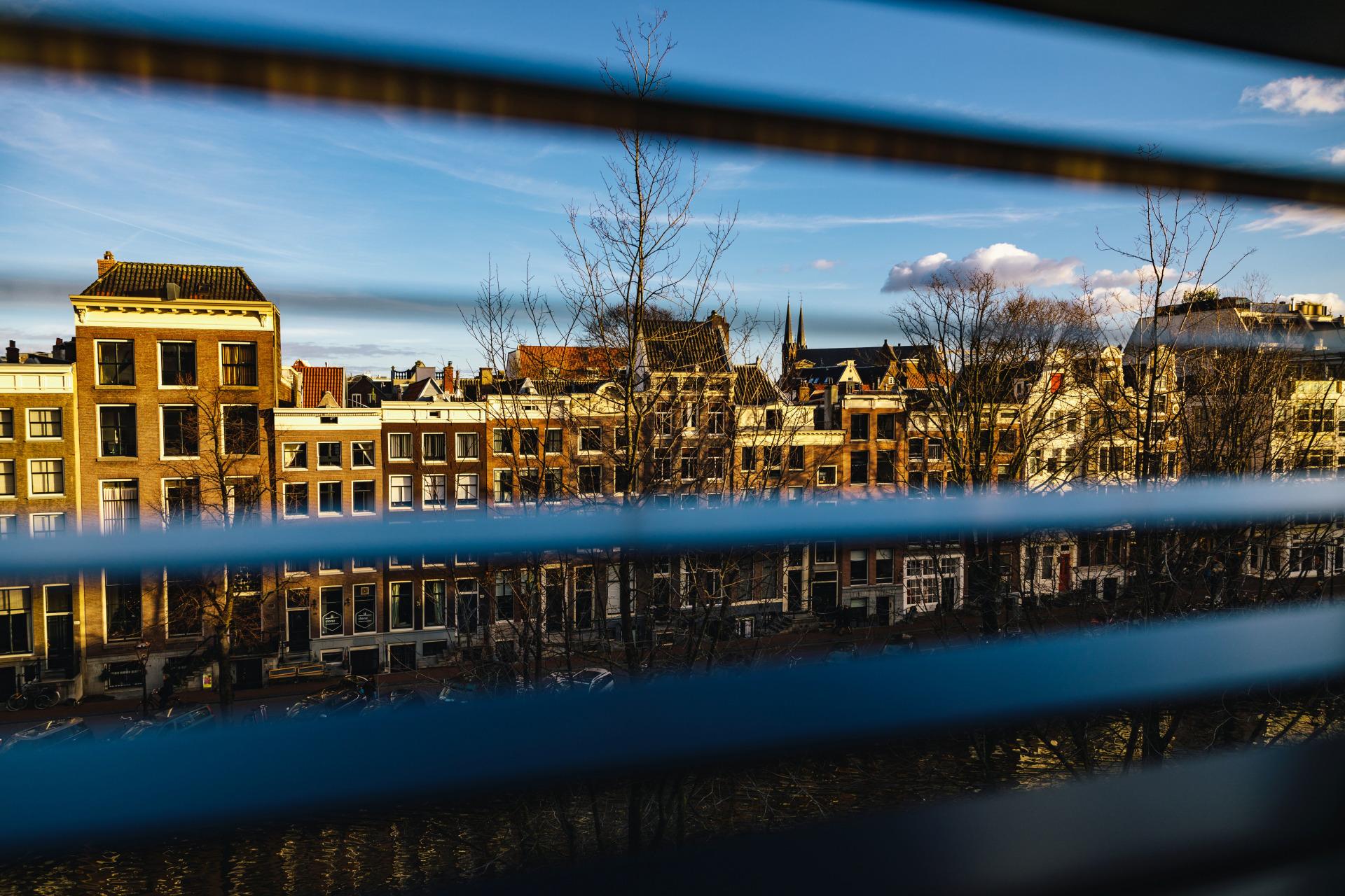 Zimmerausblick auf Amsterdam