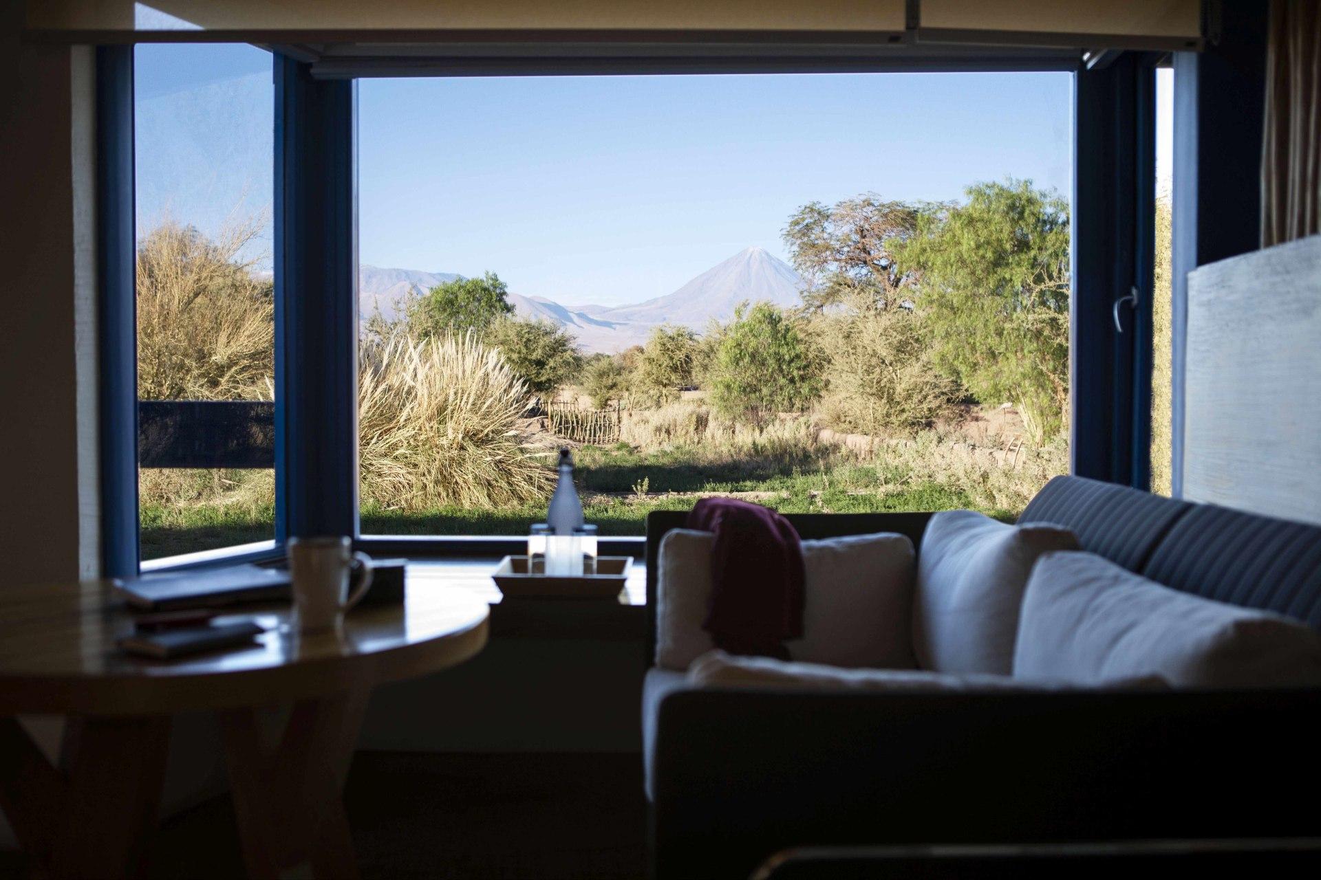 Innenansicht des Schlafbereichs der Catur Suite des Explora Atacama
