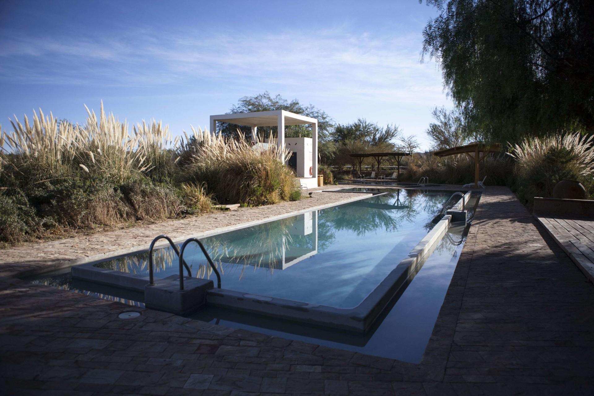 Poolbereich des Explora Atacama
