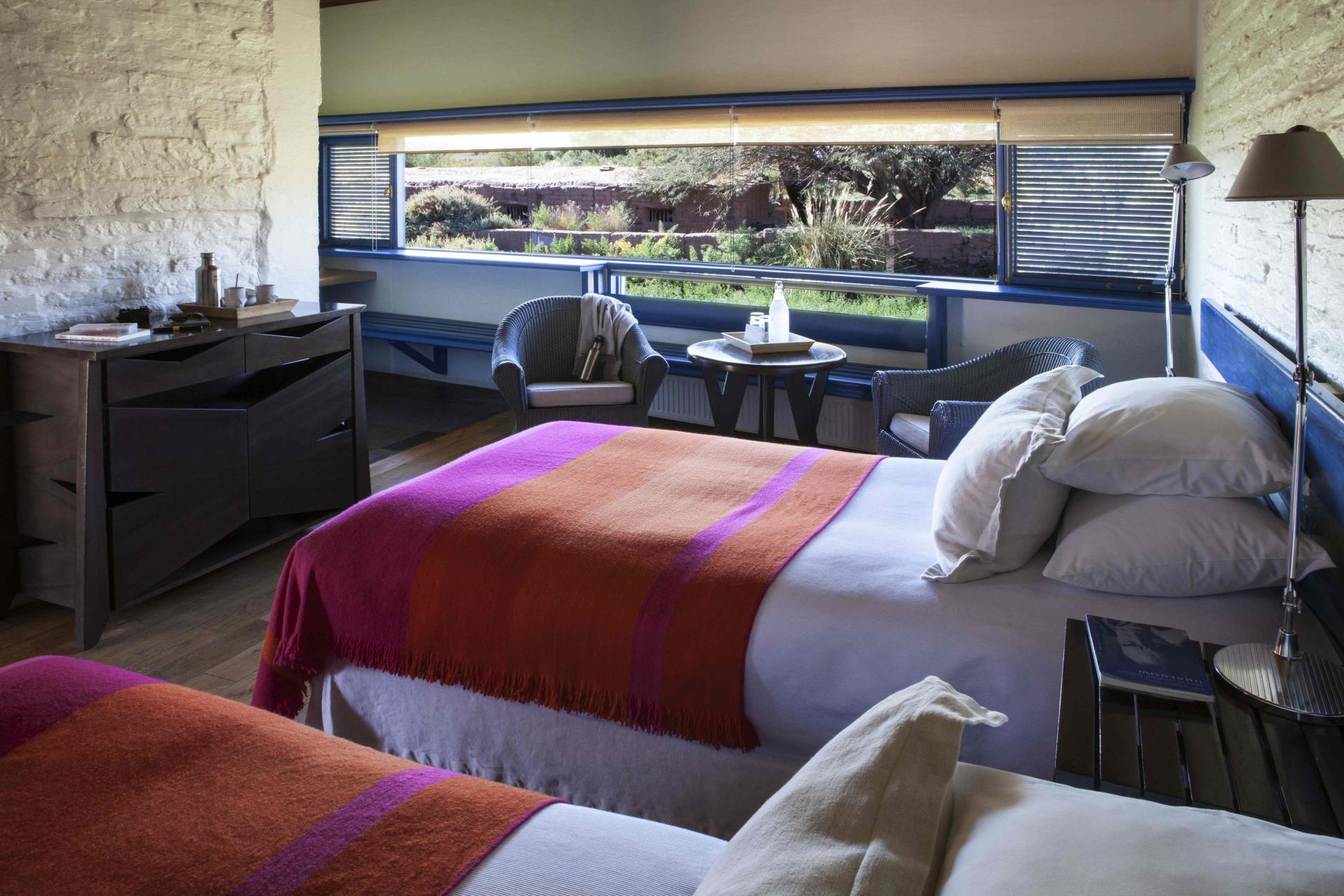 Innenansicht des Schlafbereichs des Tulur Zimmers des Explora Atacama