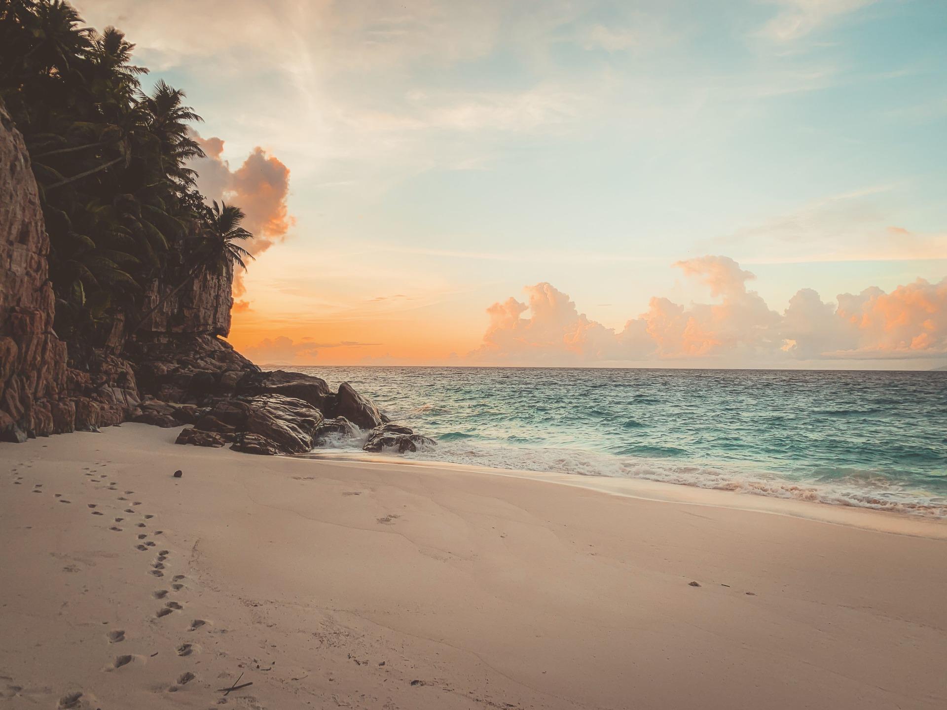 Sonnenuntergang in der Strandbucht