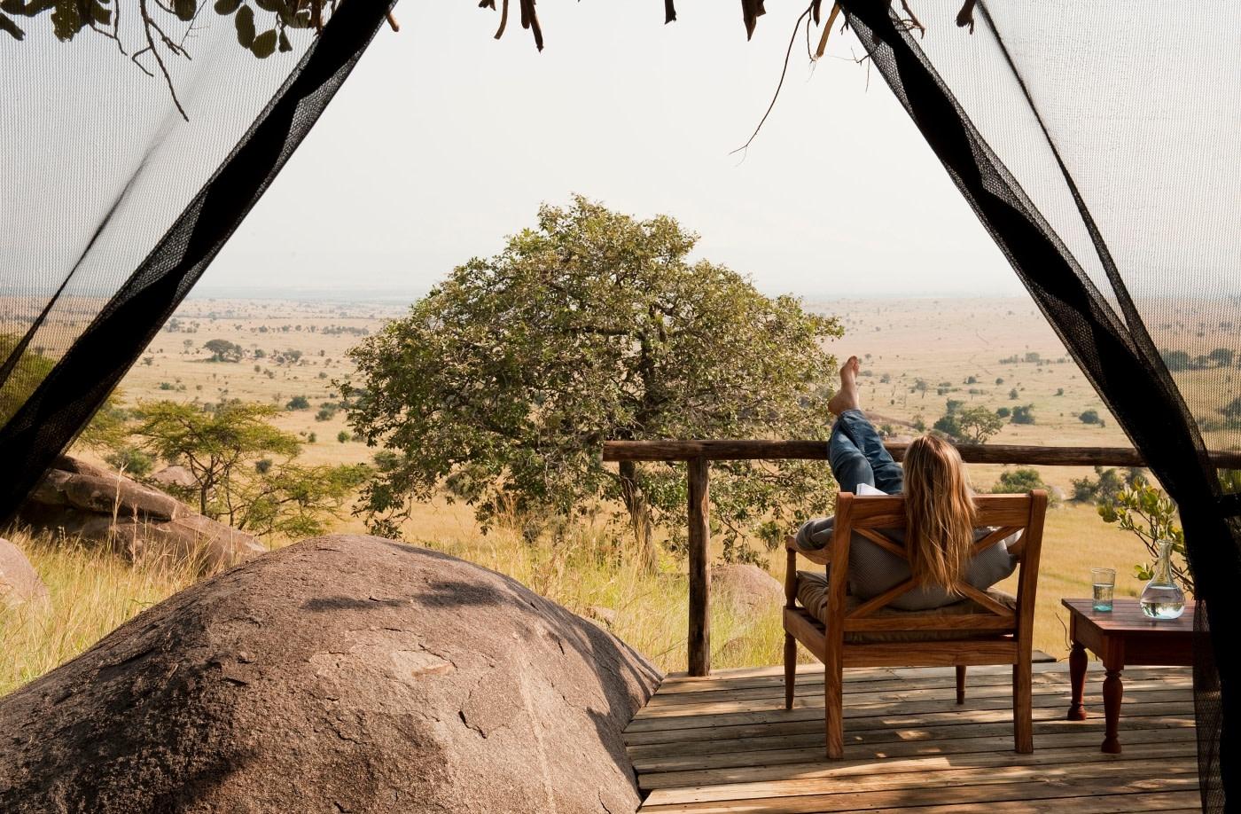 Veranda einer Cottage des Lamai Serengeti