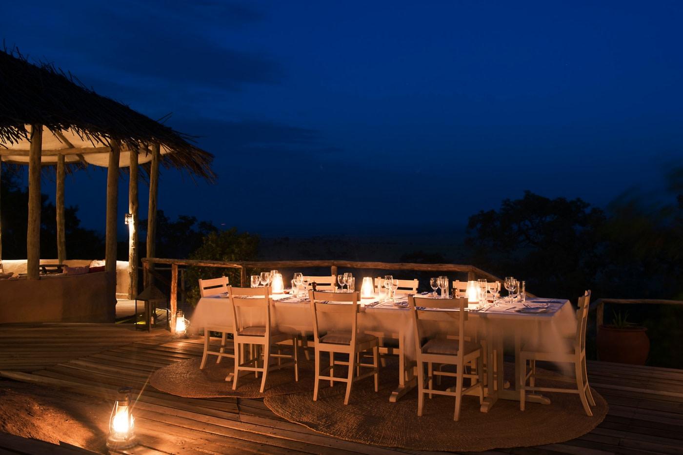 Abendessen auf der Terrasse des Lamai Serengeti