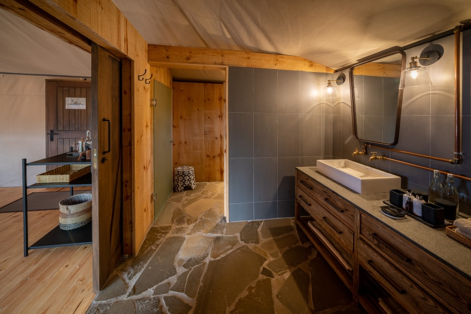 Badezimmer im Magashi Camp