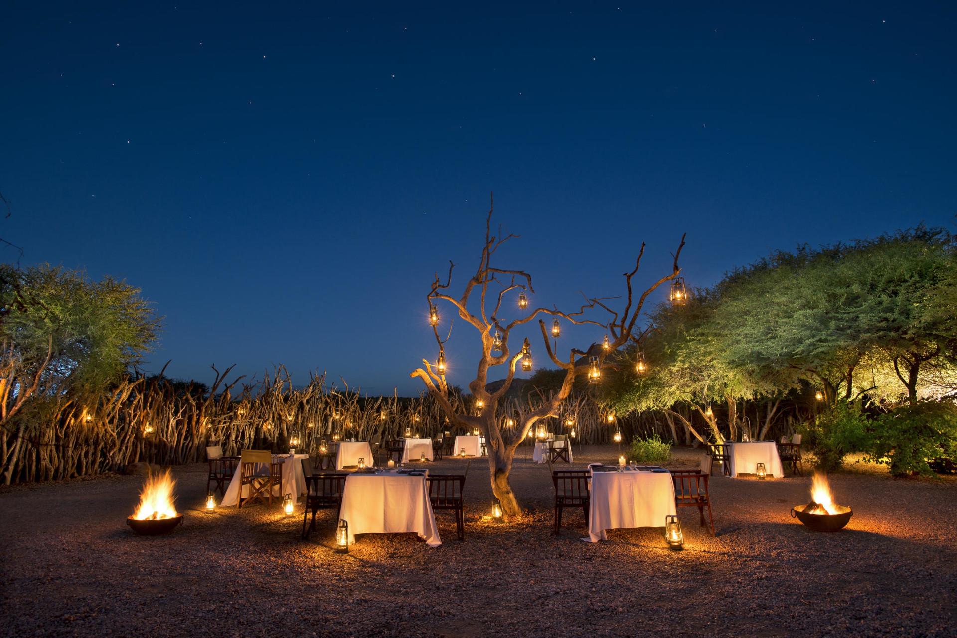 Abendessen in der Boma der Marataba Safari Lodge