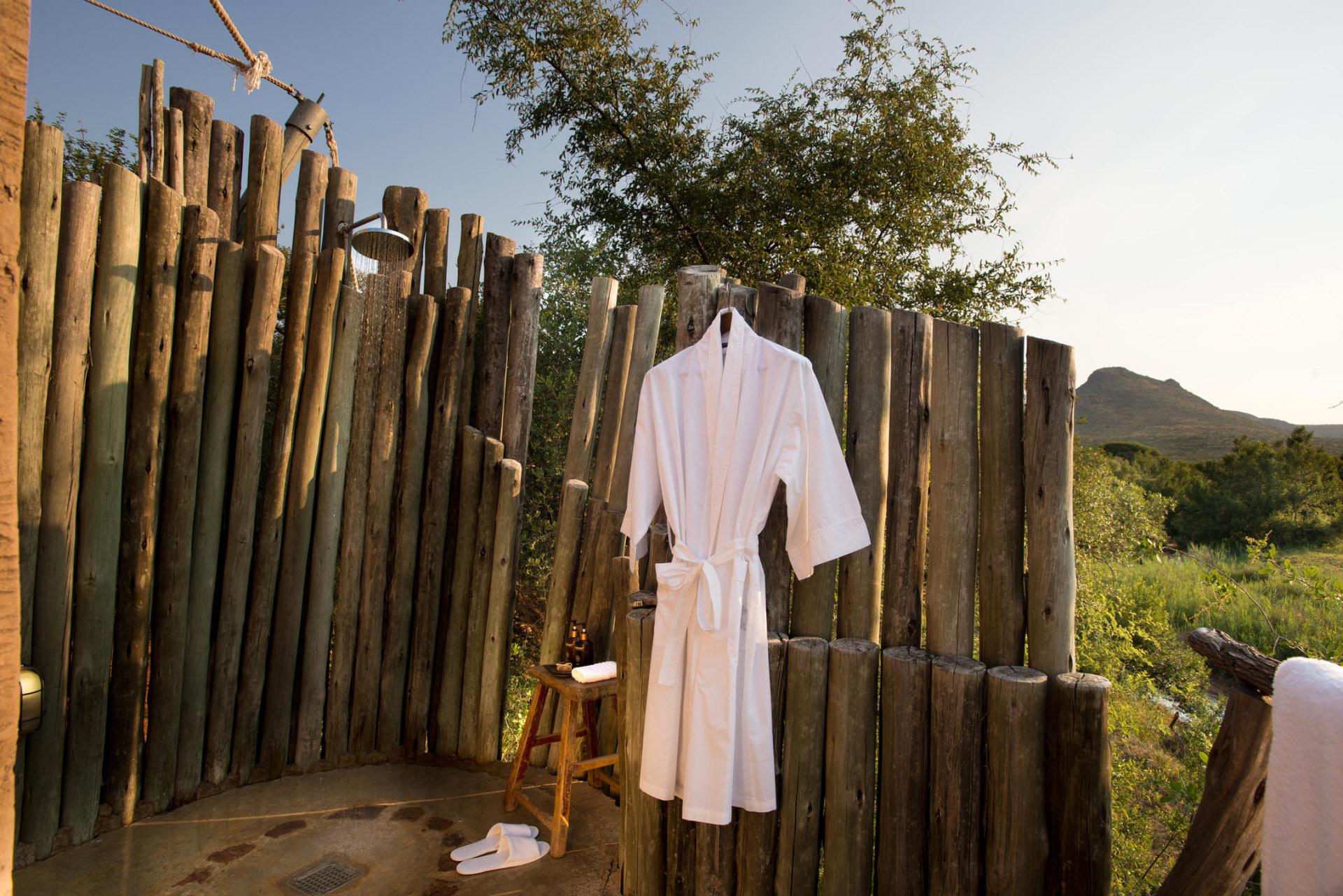 Aussendusche eines Luxury Tents der Marataba Safari Lodge