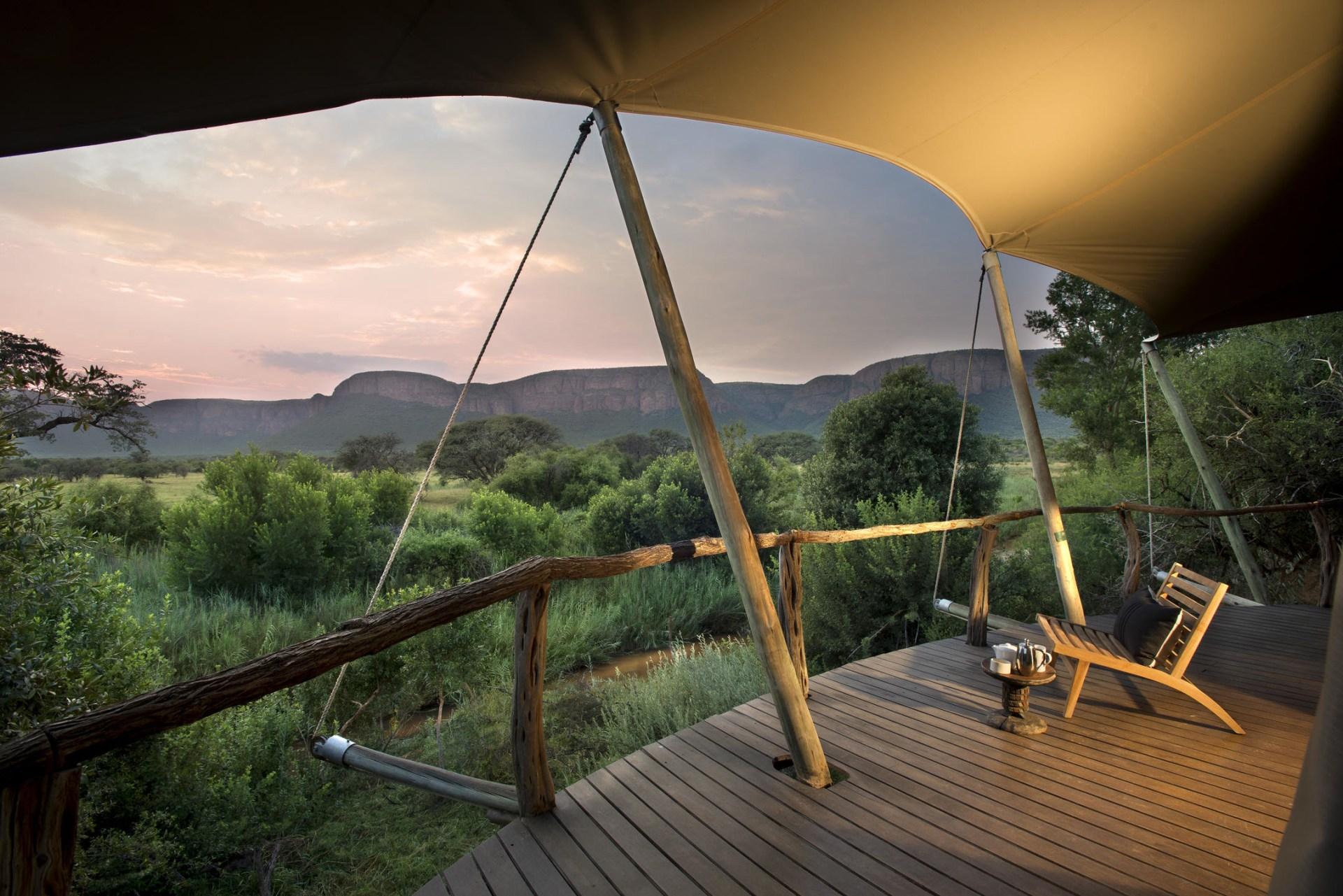 Terrasse eines Luxury Tents in der Marataba Safari Lodge