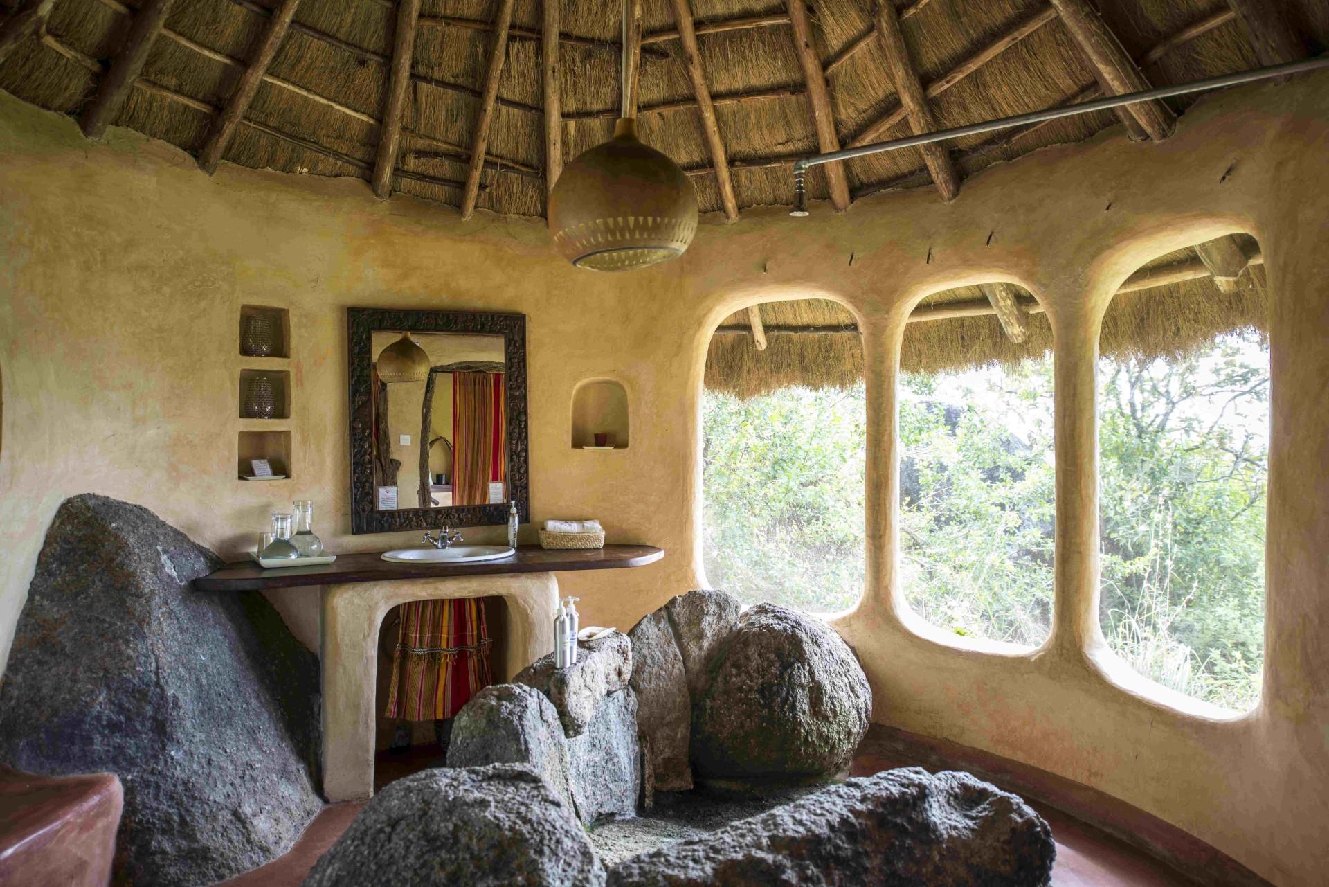 Innenansicht eines Badezimmers in der Mihingo Lodge