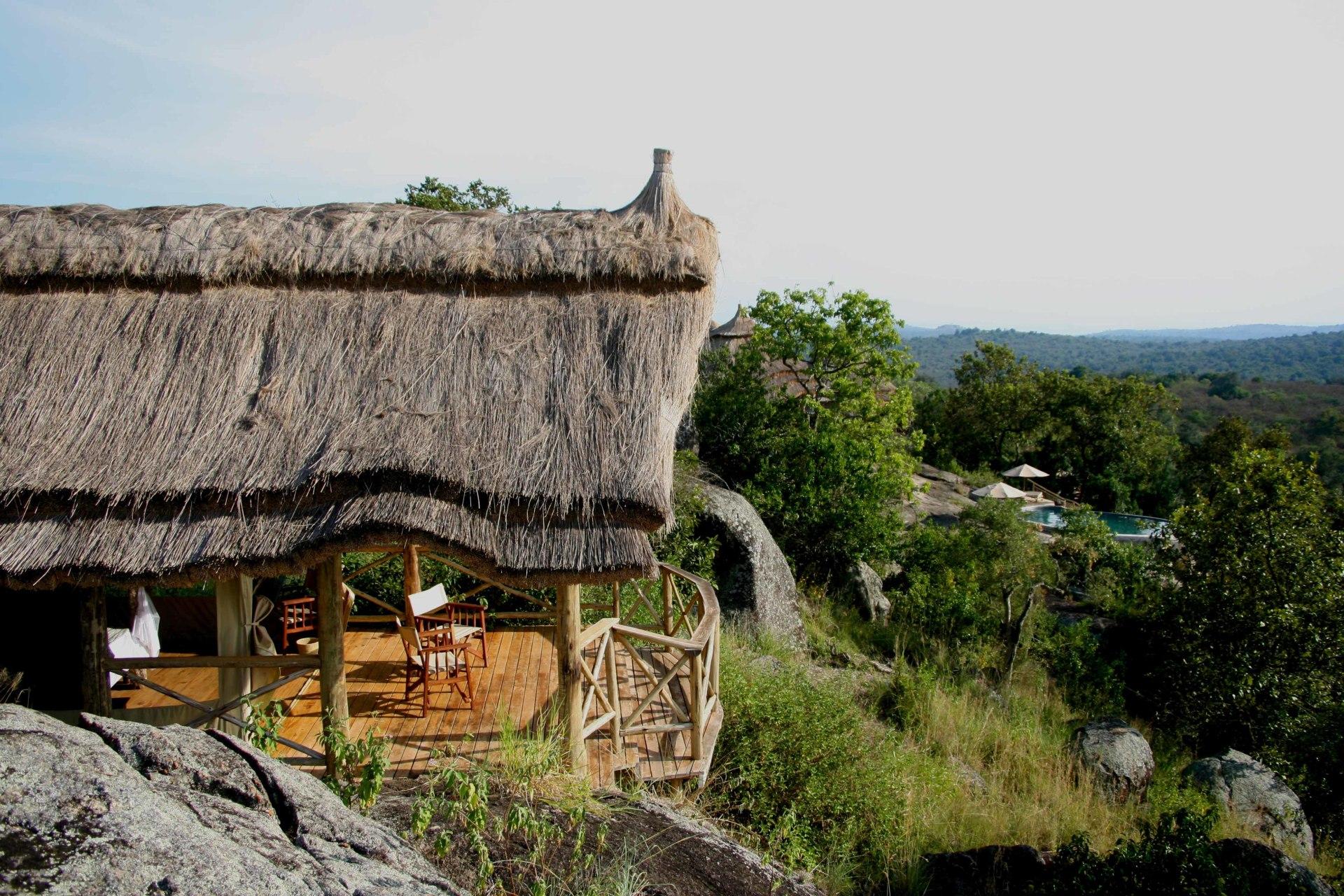 Aussenansicht eines Gaestezimmers in der Mihingo Lodge