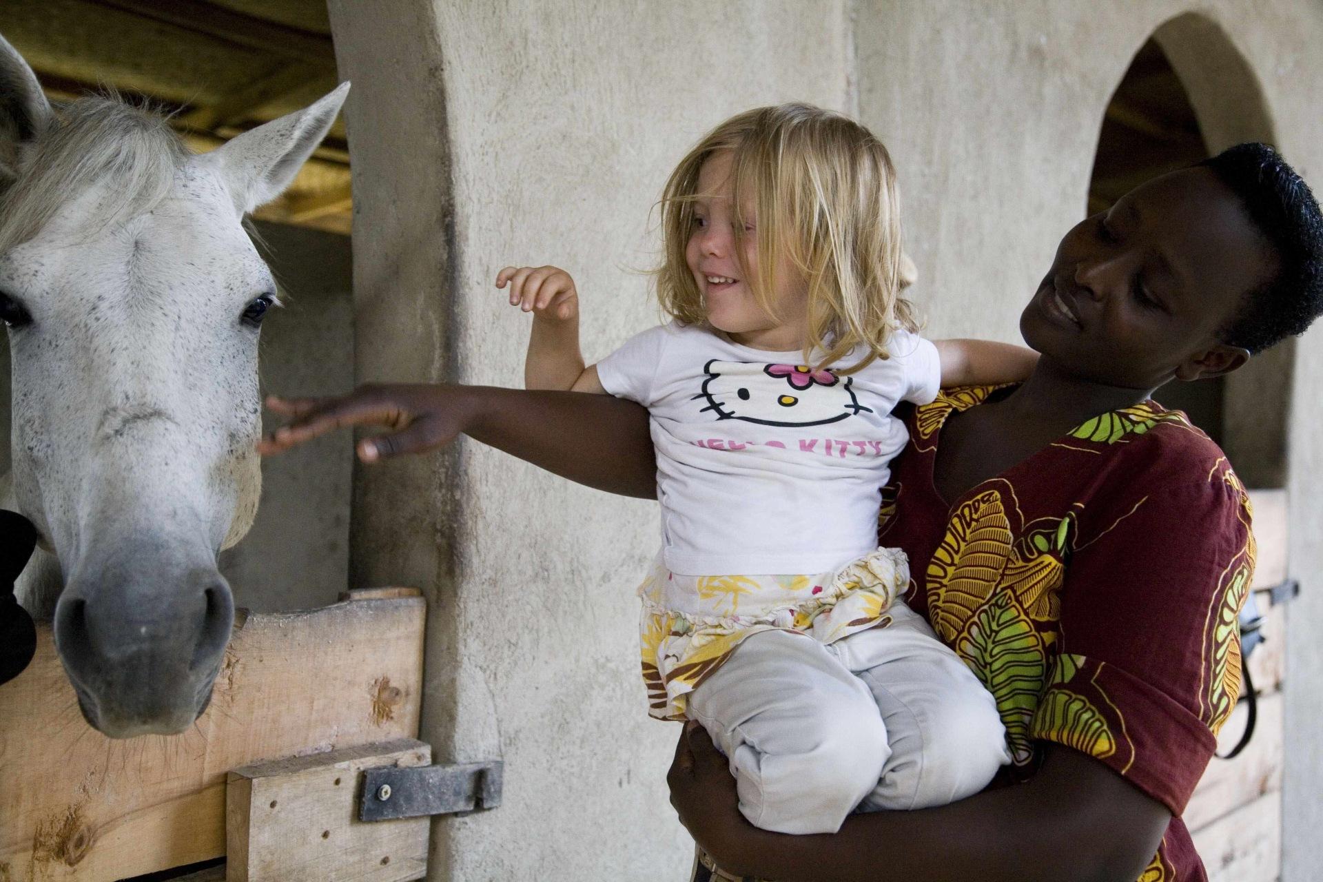 Aktivitaeten mit Kindern in der Mihingo Lodge