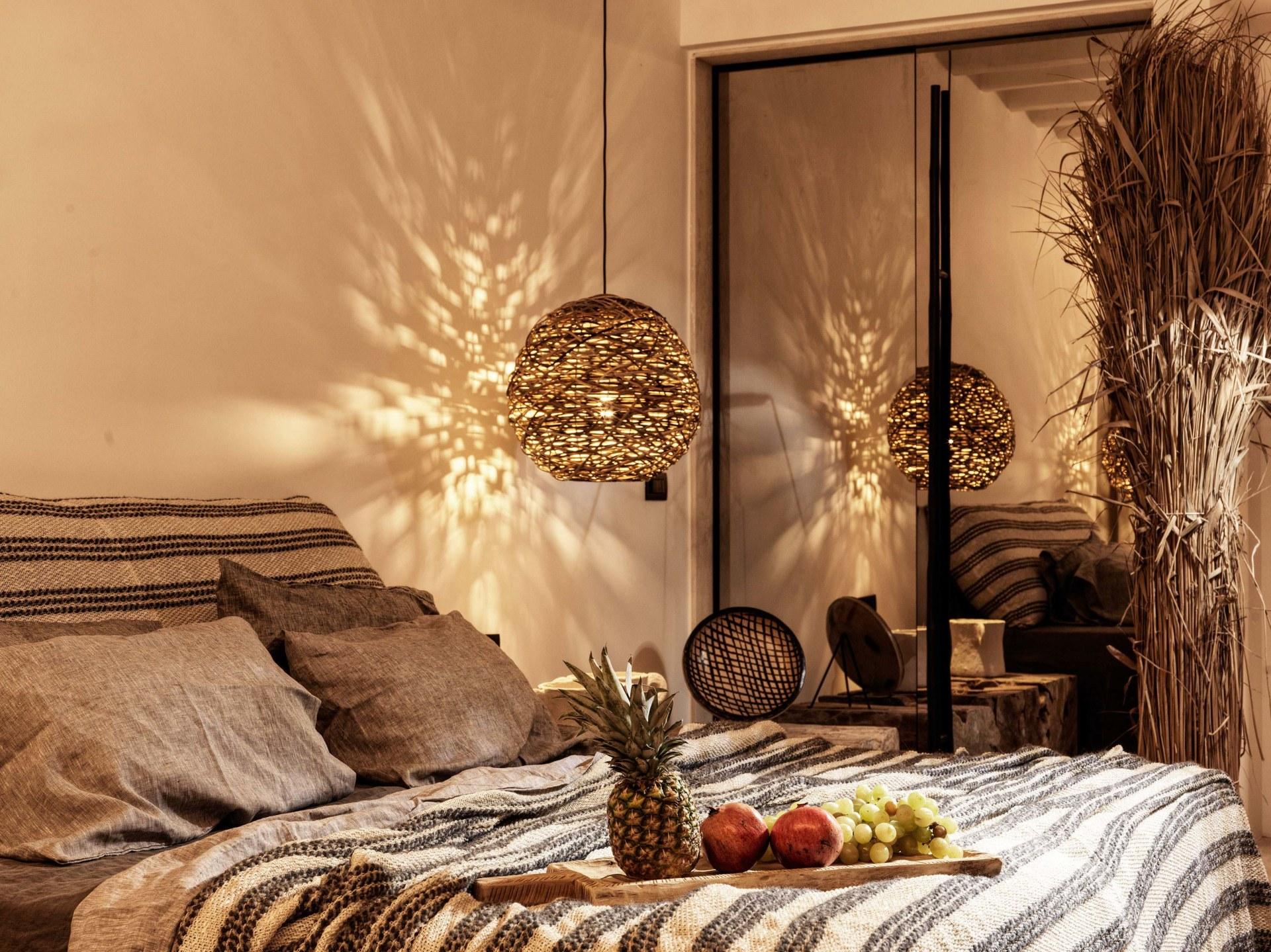 Schlafbereich der Honeymoon Retreat with Outdoor Jacuzzi