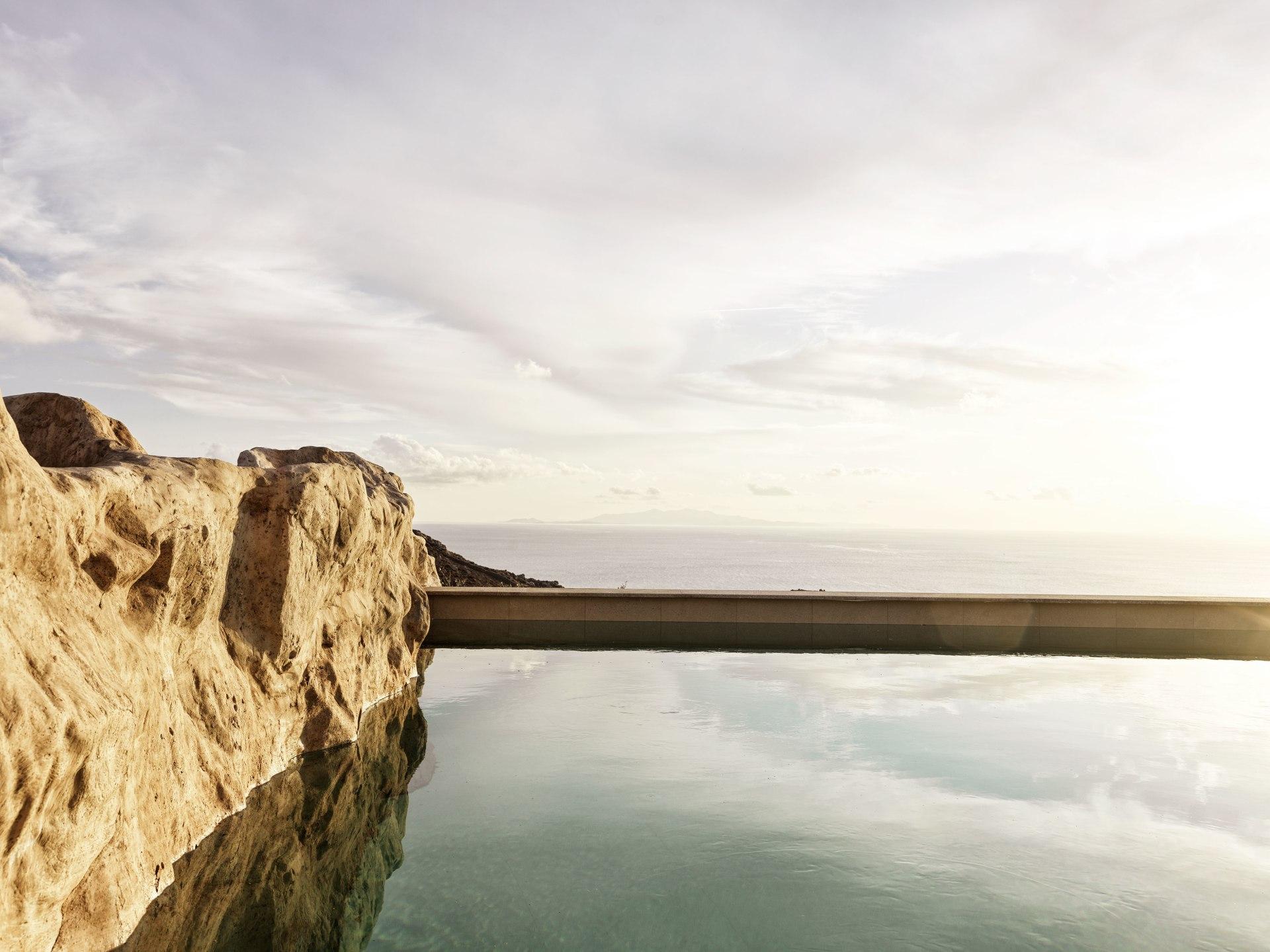Pool auf der Terrasse der Honeymoon Retreat Private Pool