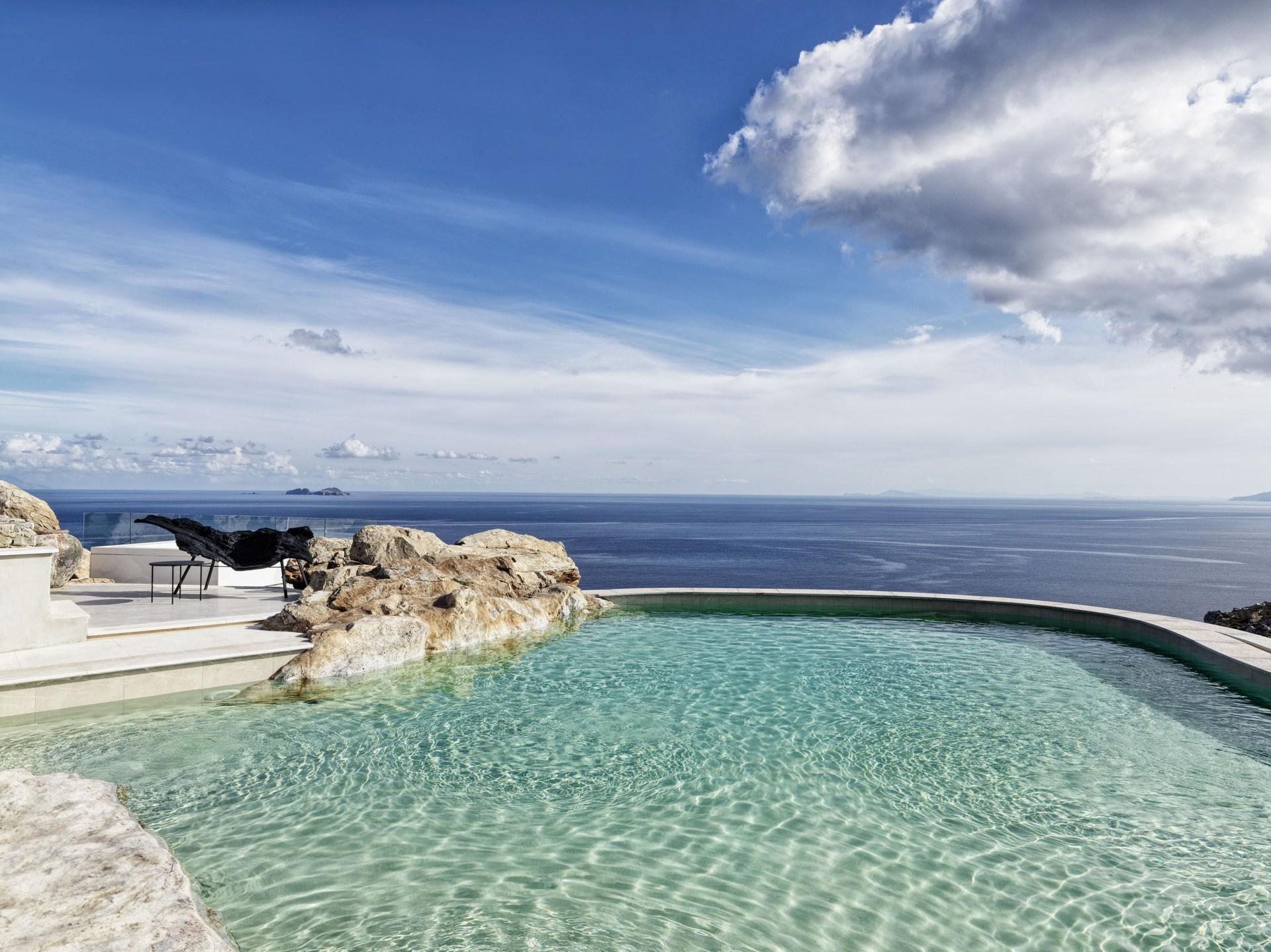 Pool auf der Terrasse der  Three Bedroom Villa with Private Pool