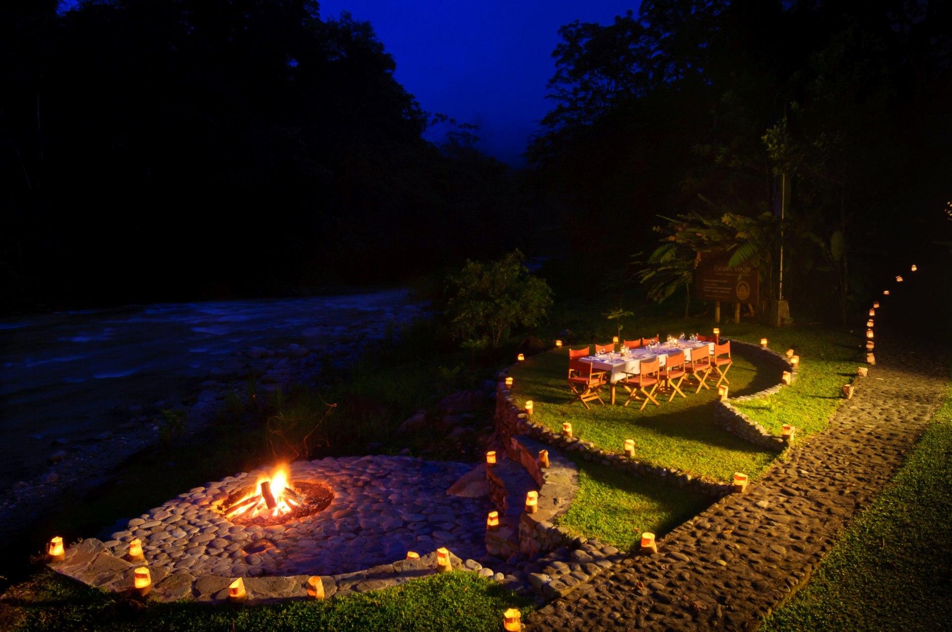 Abendessen am Lagerfeuer