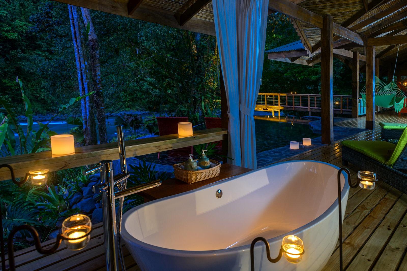 Badezimmer mit Wanne der Jaguar Villa