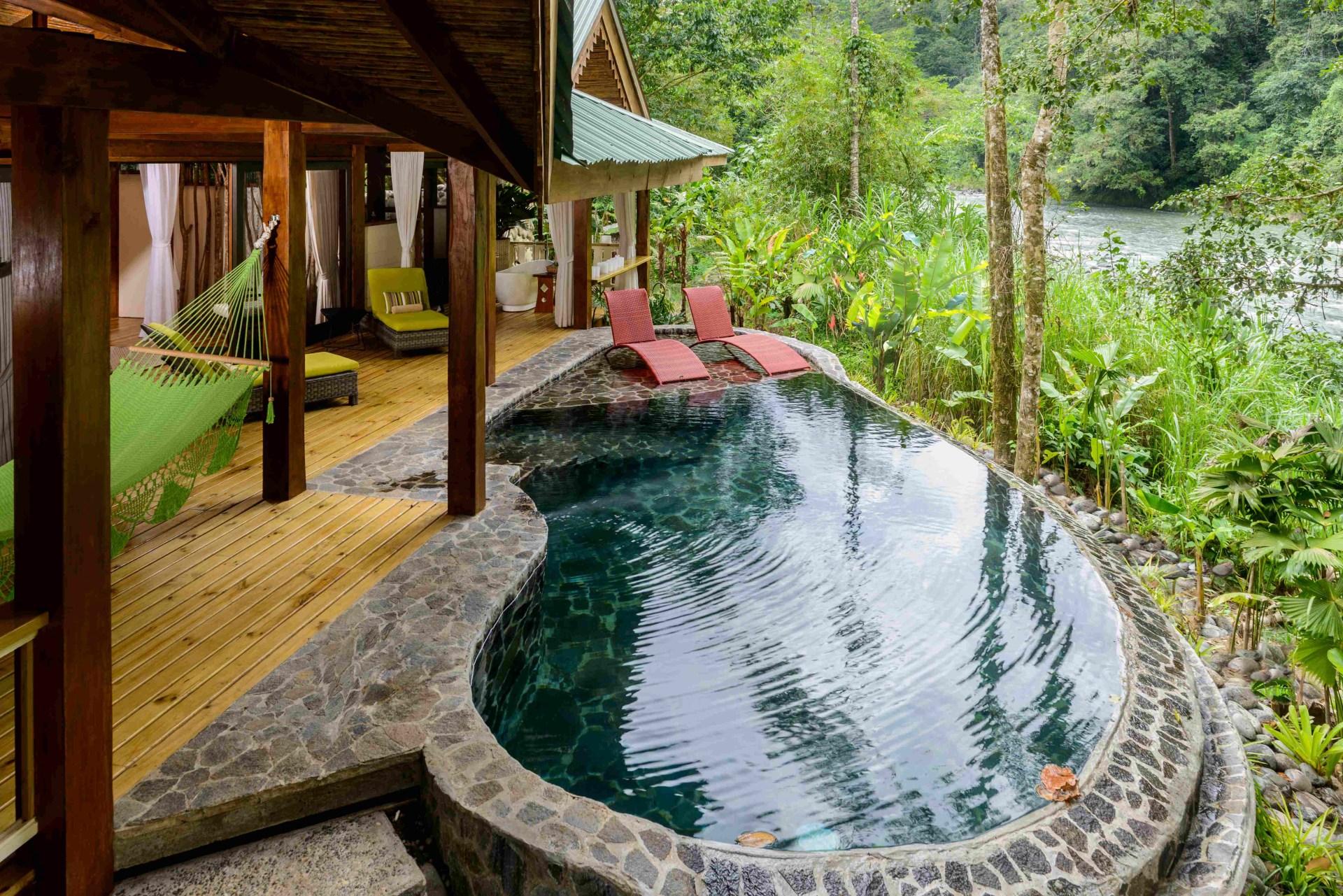Terrasse und Pool der Jaguar Villa