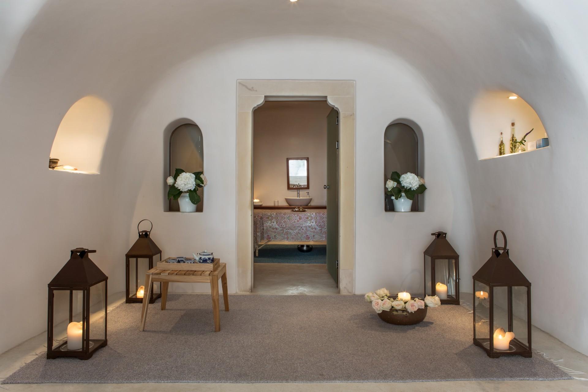 Innenansicht des Spabereiches des Perivolas Santorini Hotels