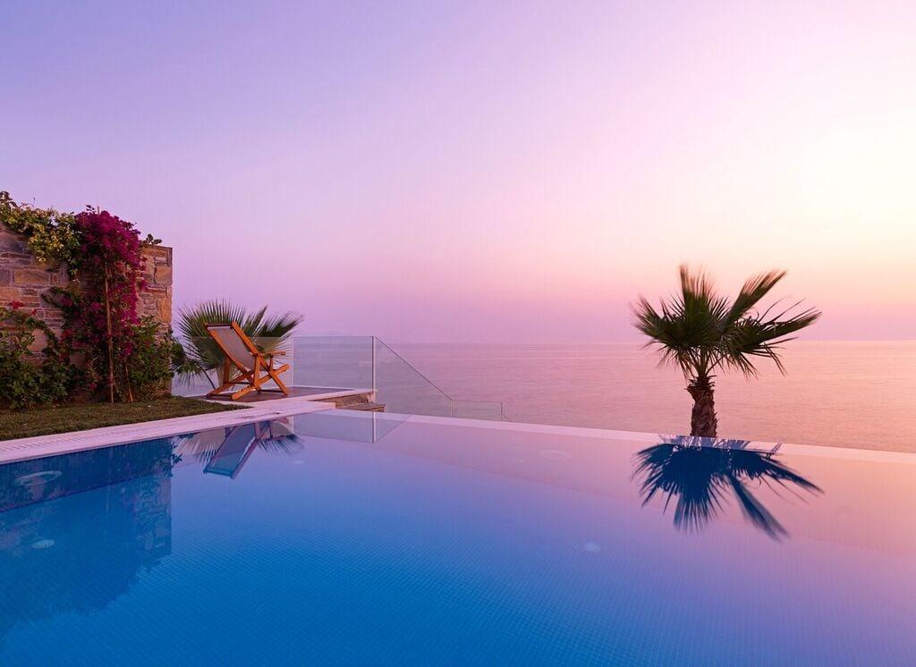 Infinity Pool bei Sonnenuntergang