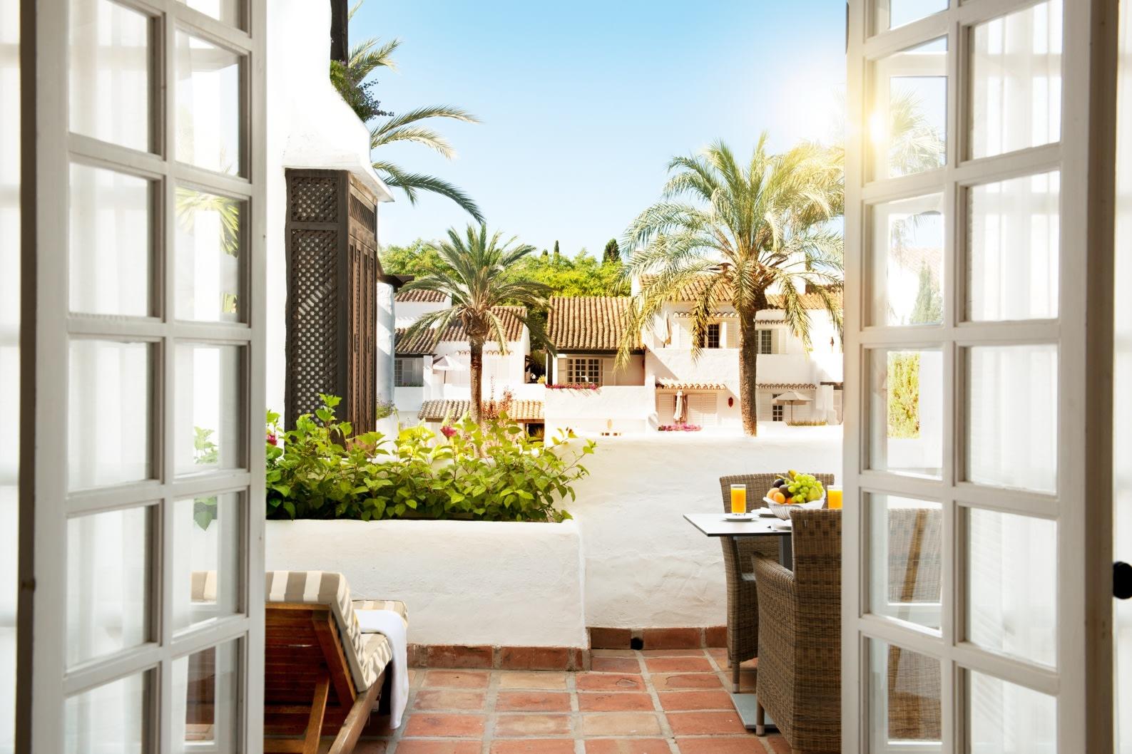Balkon der Deluxe Garden Suite des Puente Romano Hotels