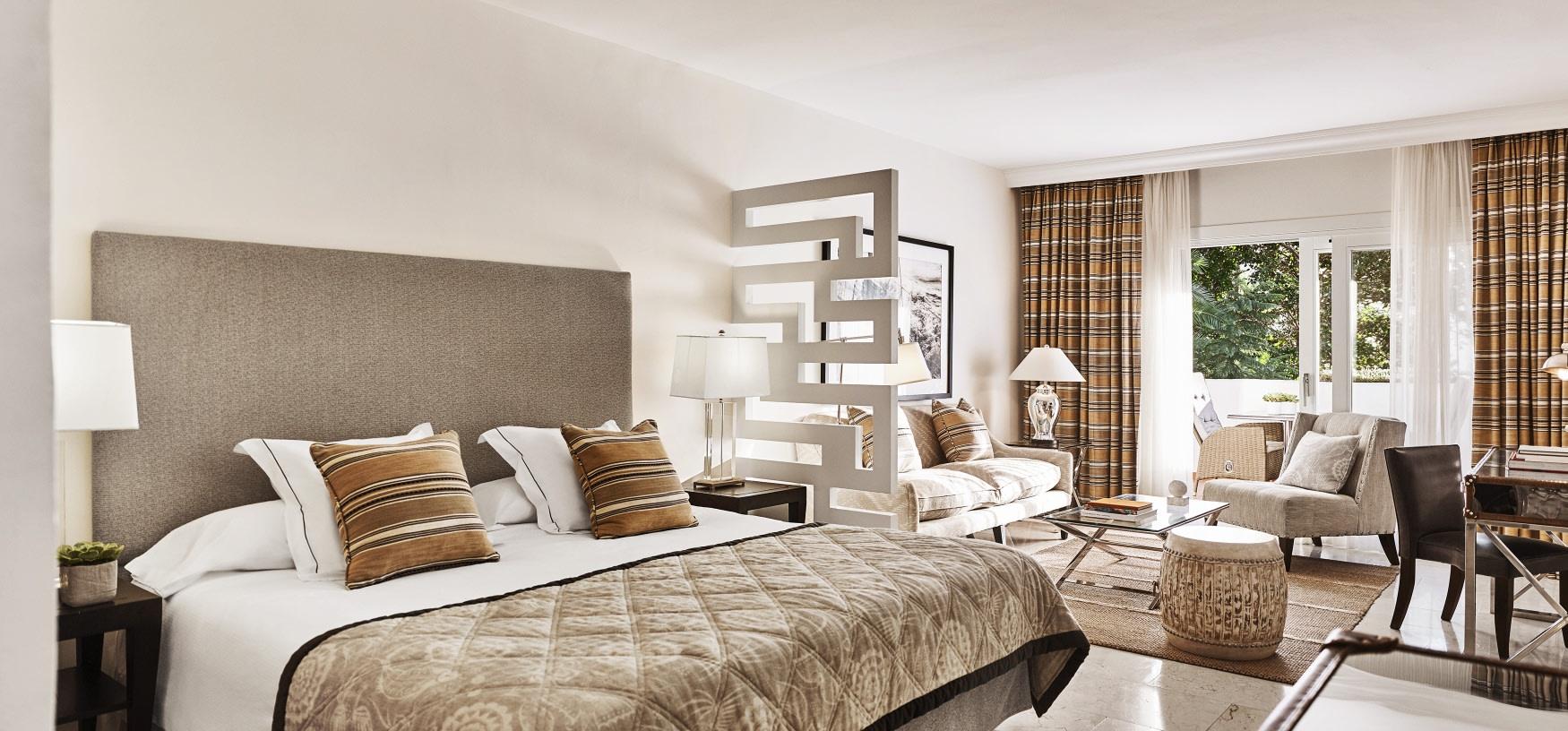 Innenansicht der Juniorsuite des Puente Romano Hotels