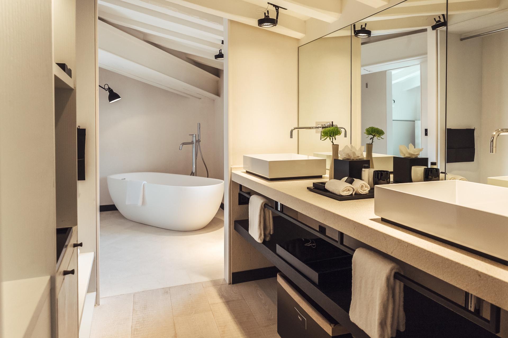 Innenansicht des Badezimmers im San Francesc Hotel