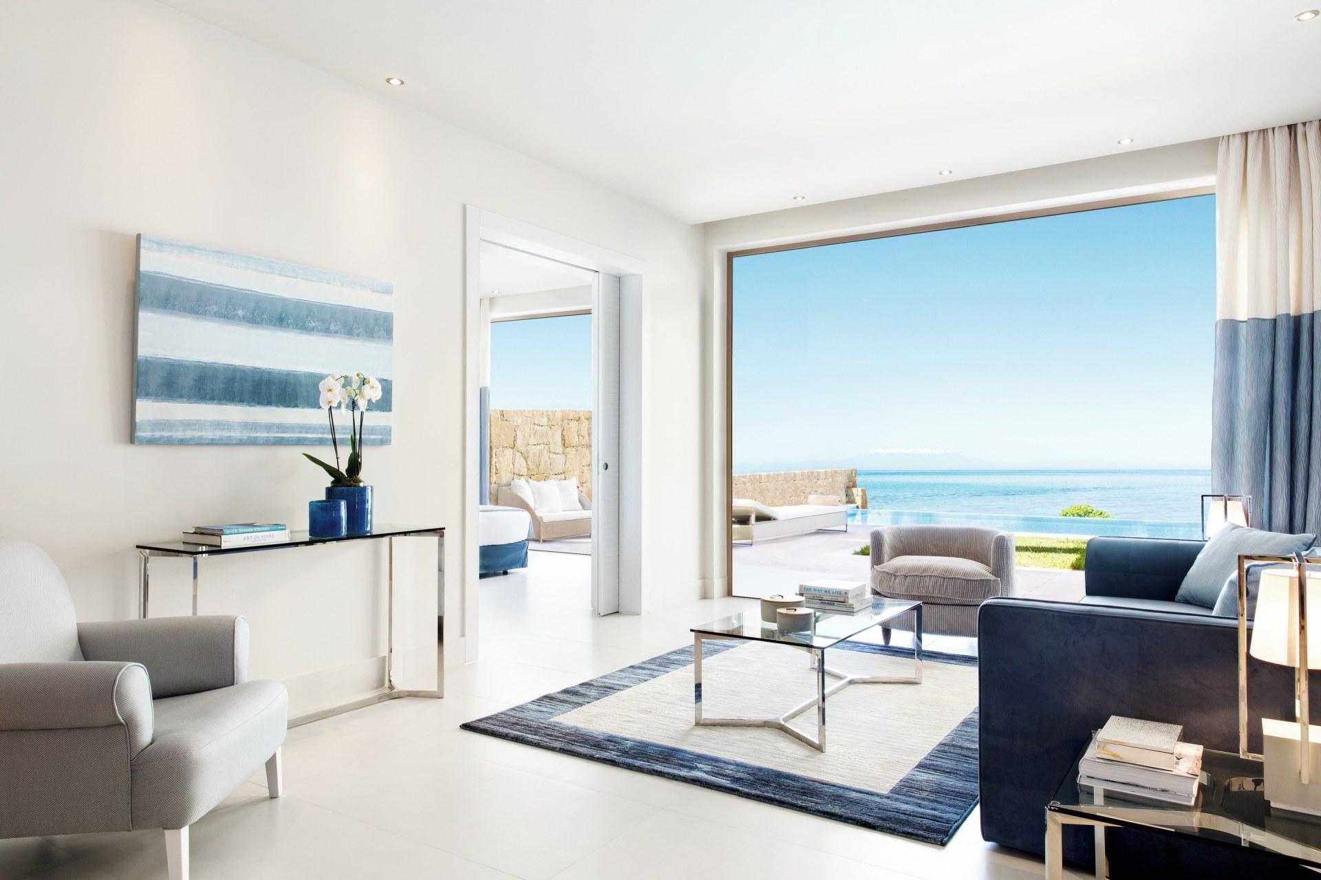 Wohnbereich von der One Bedroom Bungalow Suite mit privatem Pool