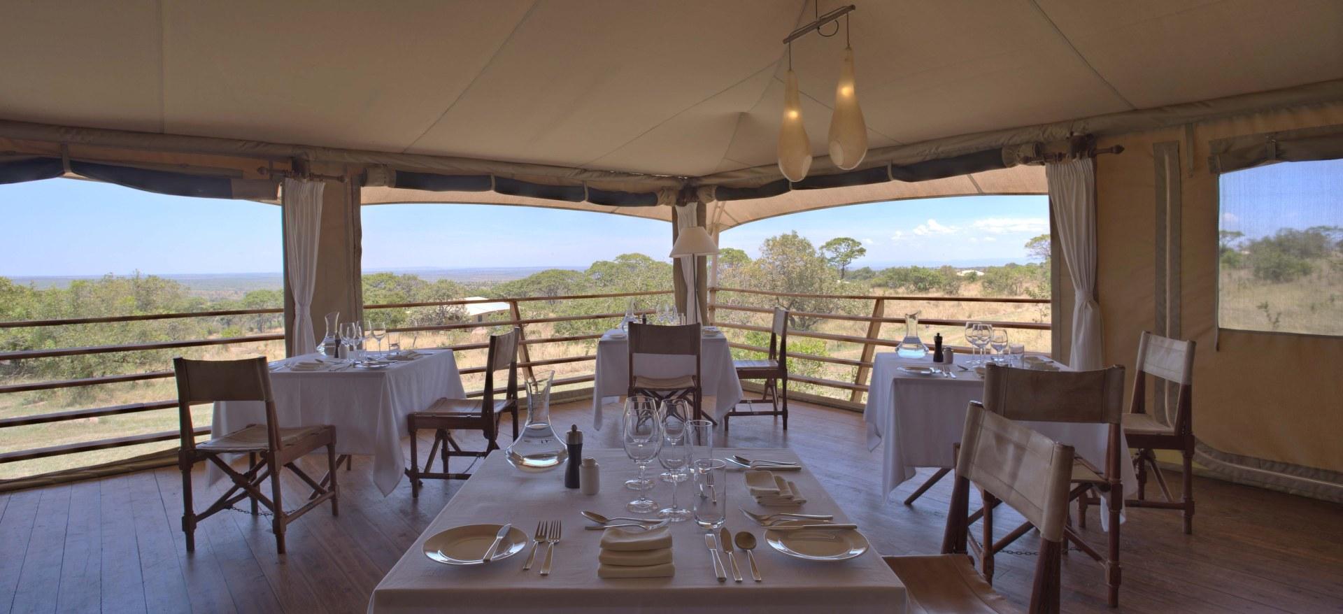 Abendessen im Serengeti Bushtops