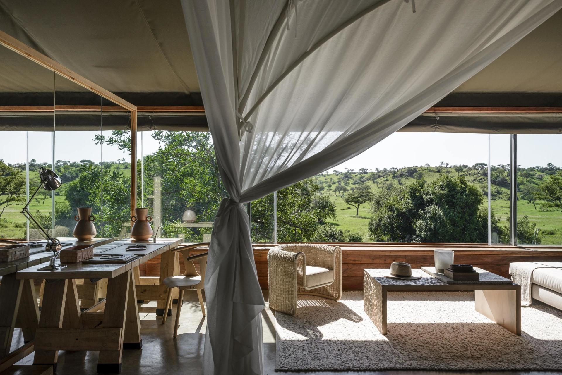 Loungebereich der Suite in der Singita Faru Faru Lodge
