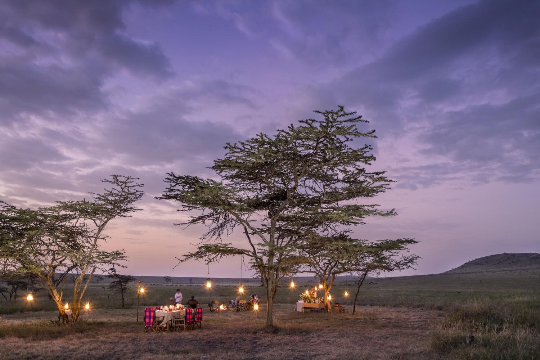 Abendessen in der Wildnis nahe der Sirikoi Lodge