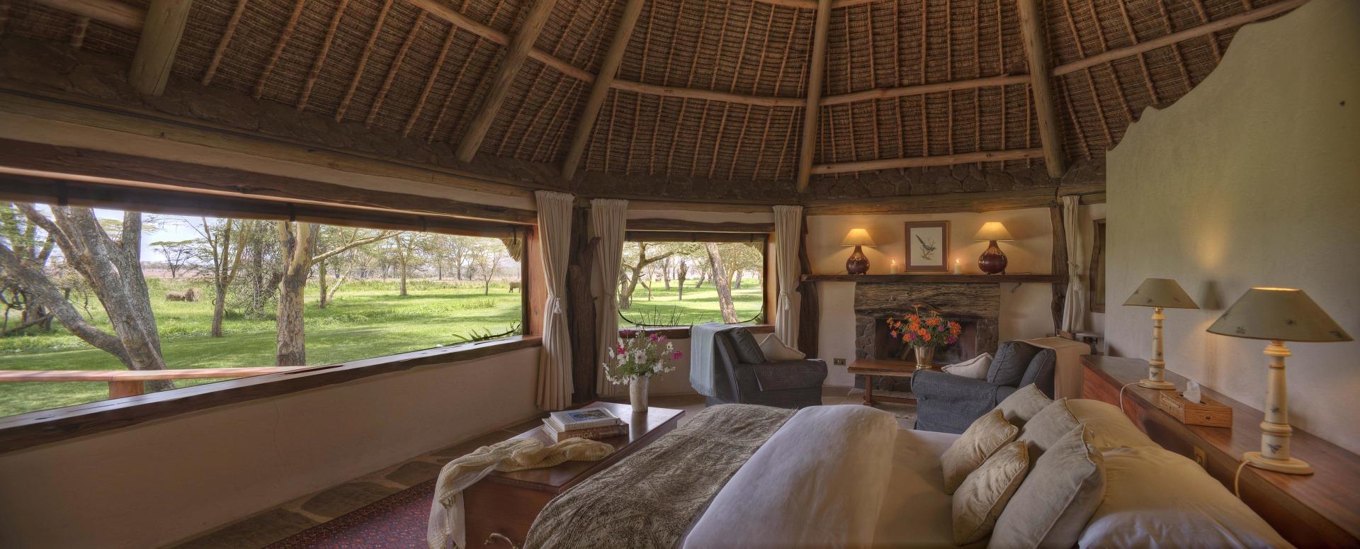 Innenansicht eines Gaestezimmers in der Sirikoi Lodge