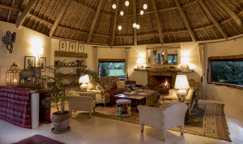 Loungebereich der Sirikoi Lodge