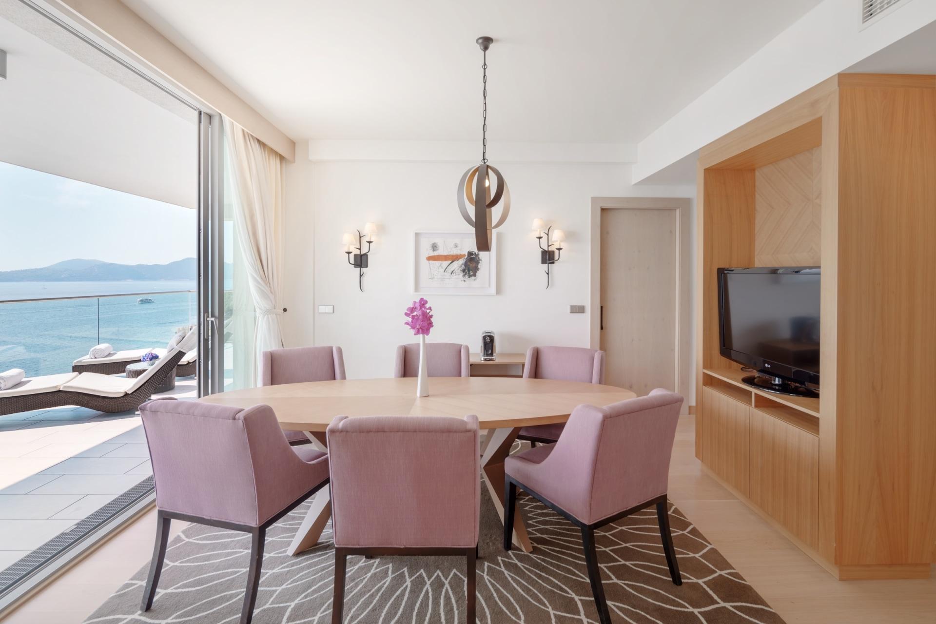 Innenansicht des Wohnbereichs der Executive Suite des Sun Gardens Dubrovnik