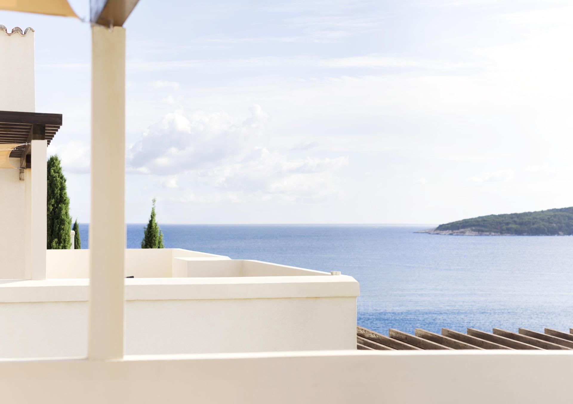 Außenansicht der Terrasse der One Bedroom Sea View Residence des Sun Gardens Dubrovnik