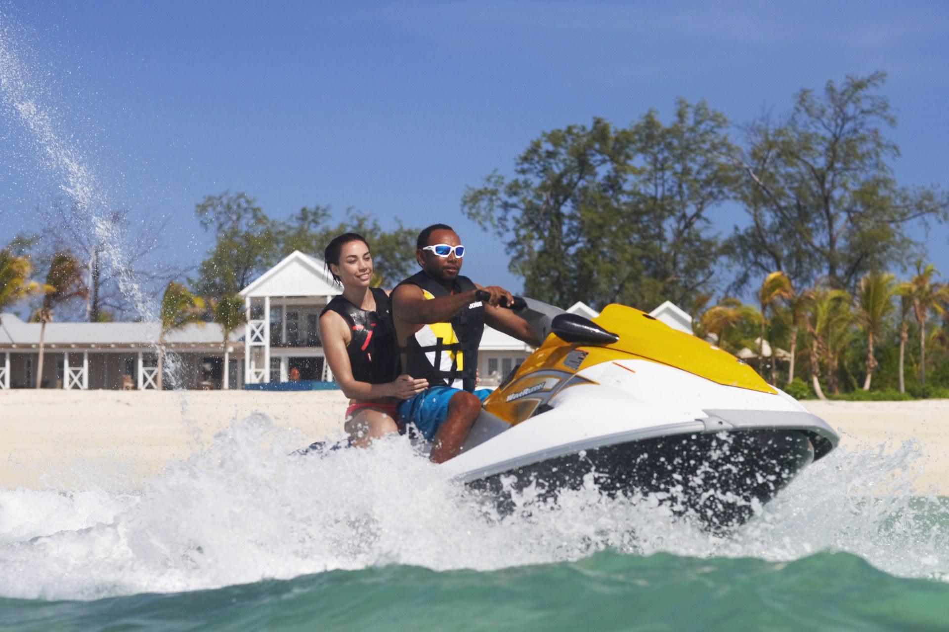 Jetski fahren vor Thanda Island