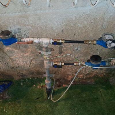 התקנת צינורות נחושות והחלפת גומיות.