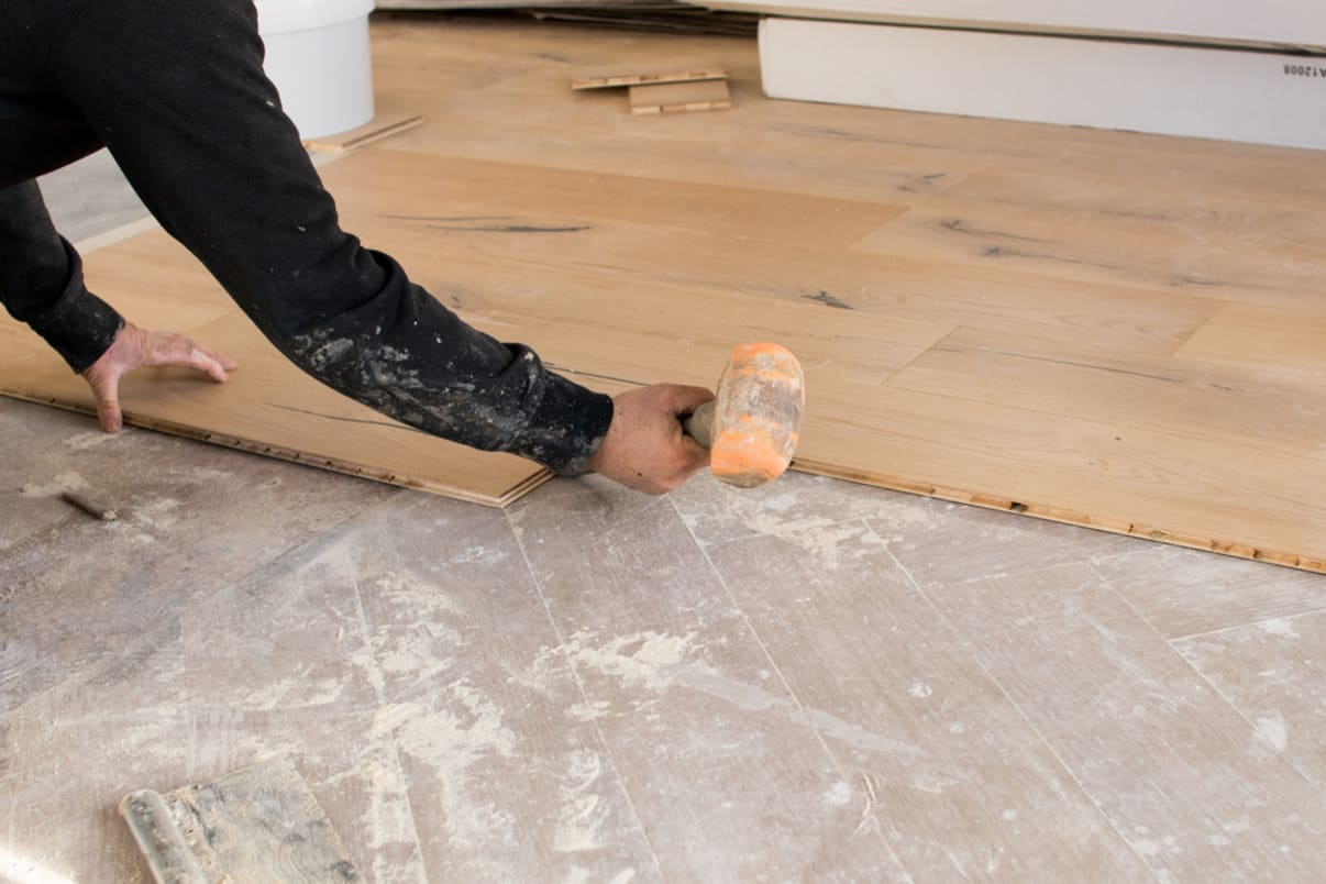 הדבקת פרקט על רצפה קיימת זה חסכוני   מחשבון שיפוצים מידרג