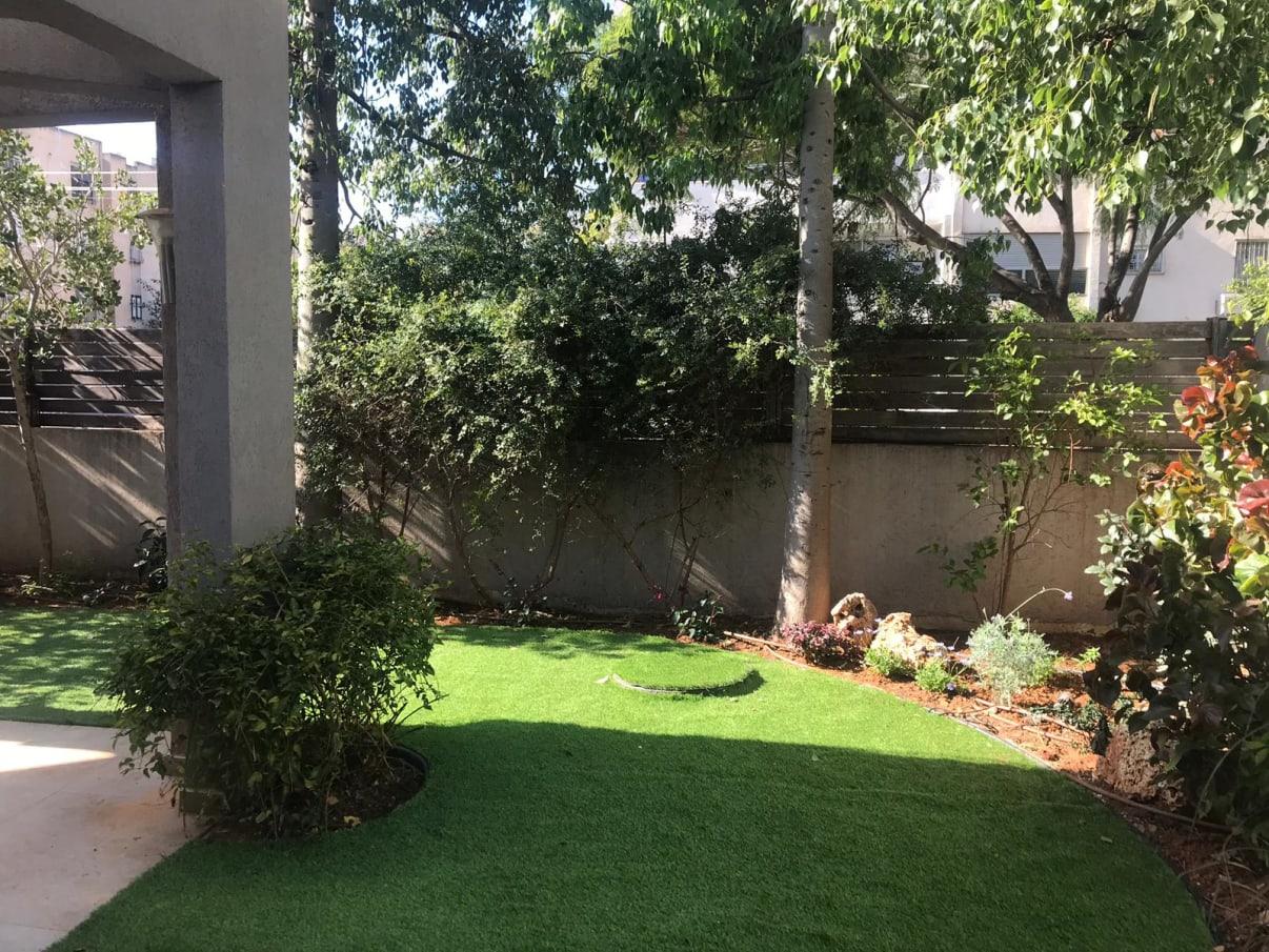 גינה עם דשא סינטטי | הצעות מחיר של מערכת השקיה - מידרג