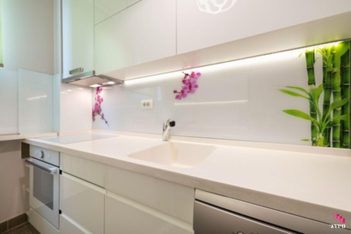 חיפוי זכוכית למטבח בהדפסה