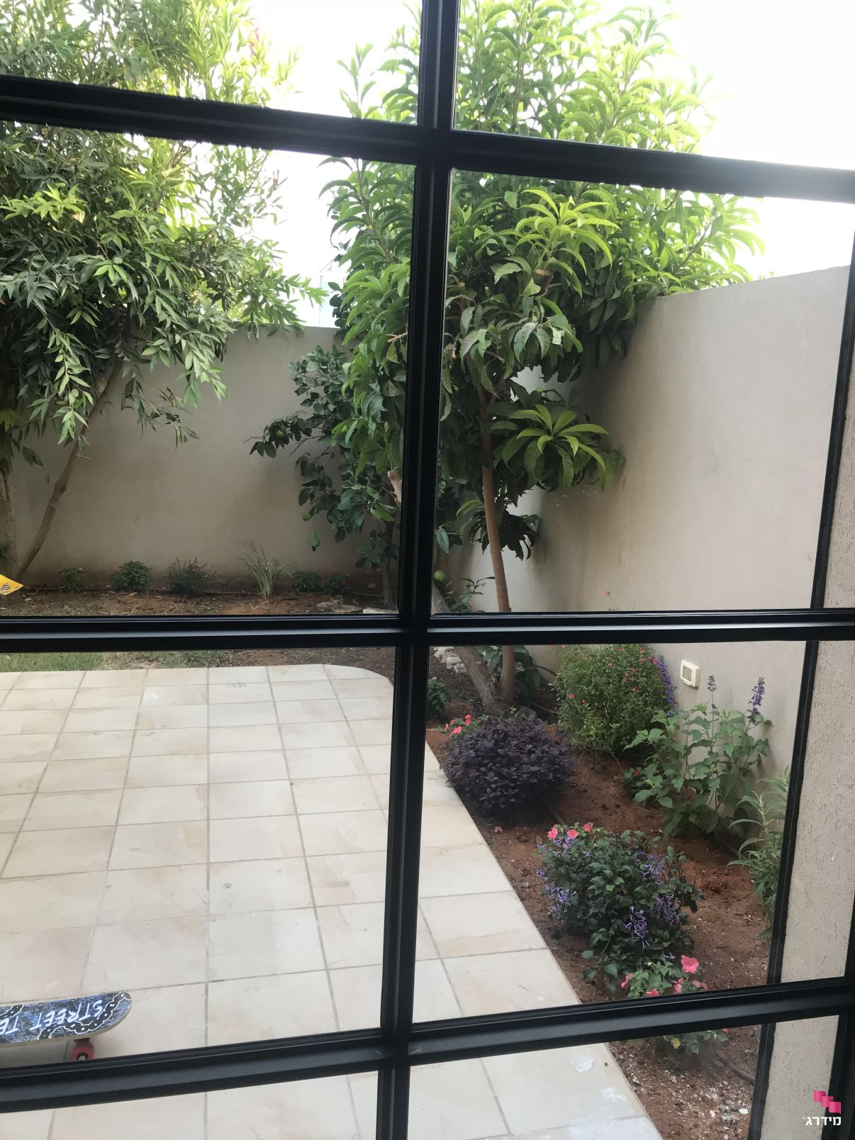 גינה מבעד לחלון | מחיר התקנת מערכת השקיה