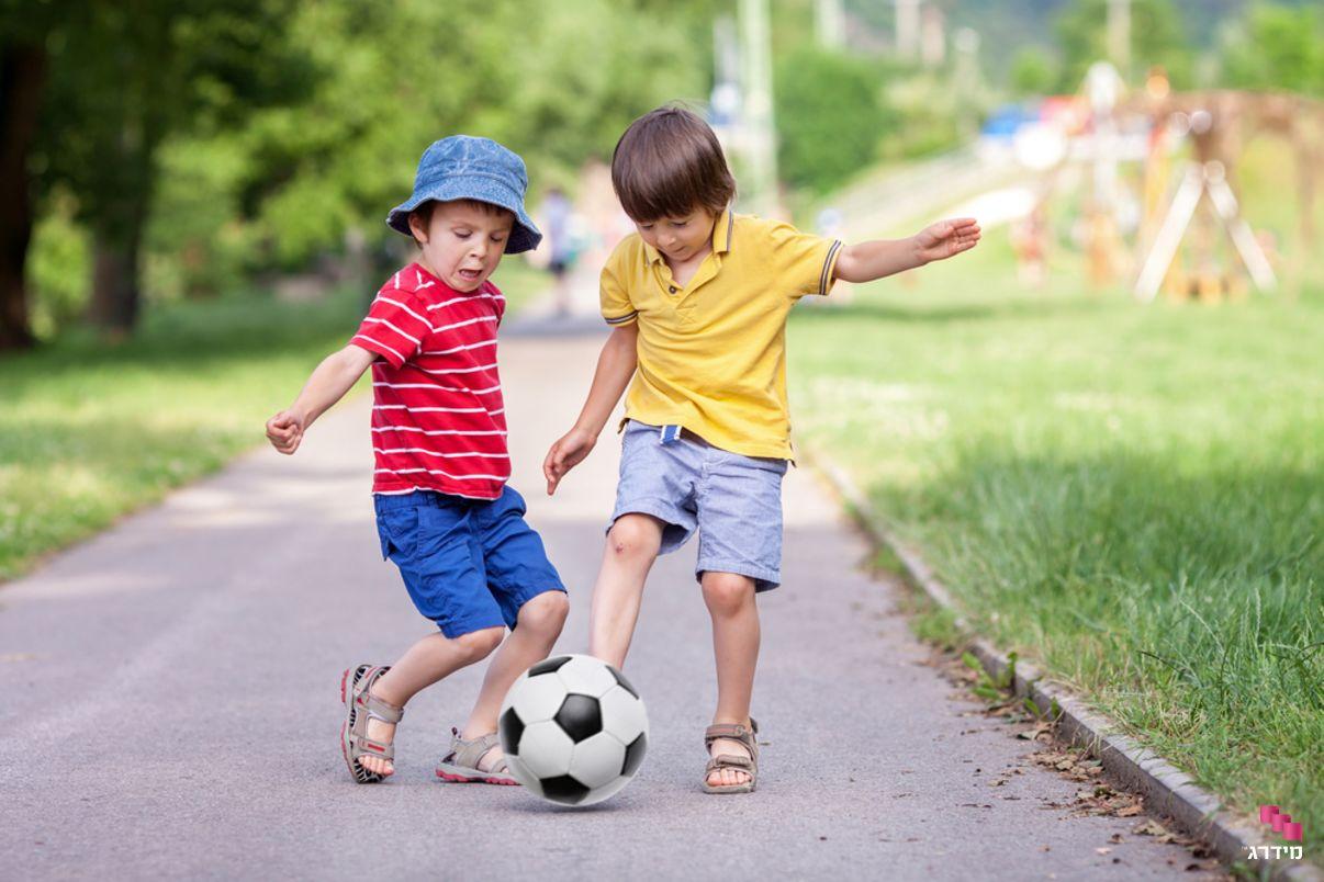 דיאטנית ילדים | ילדים משחקים כדורגל